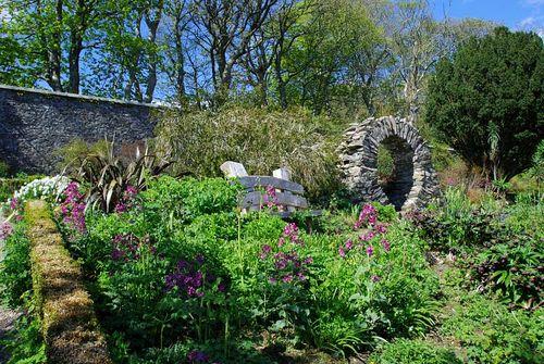 Jura-house-garden-9